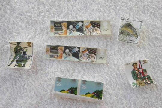 3. 浸水過久的郵票會蜷曲。